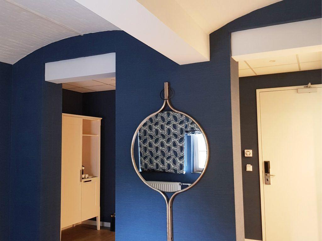 Aan de plafonds is nog te zien dat van twee cellen één kamer is gemaakt