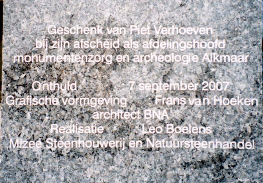Achterkant van gevelsteen Jan Wils