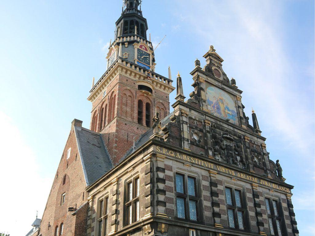 Ritske Velstra en Claudia Wijma over de geschiedenis van het Waaggebouw