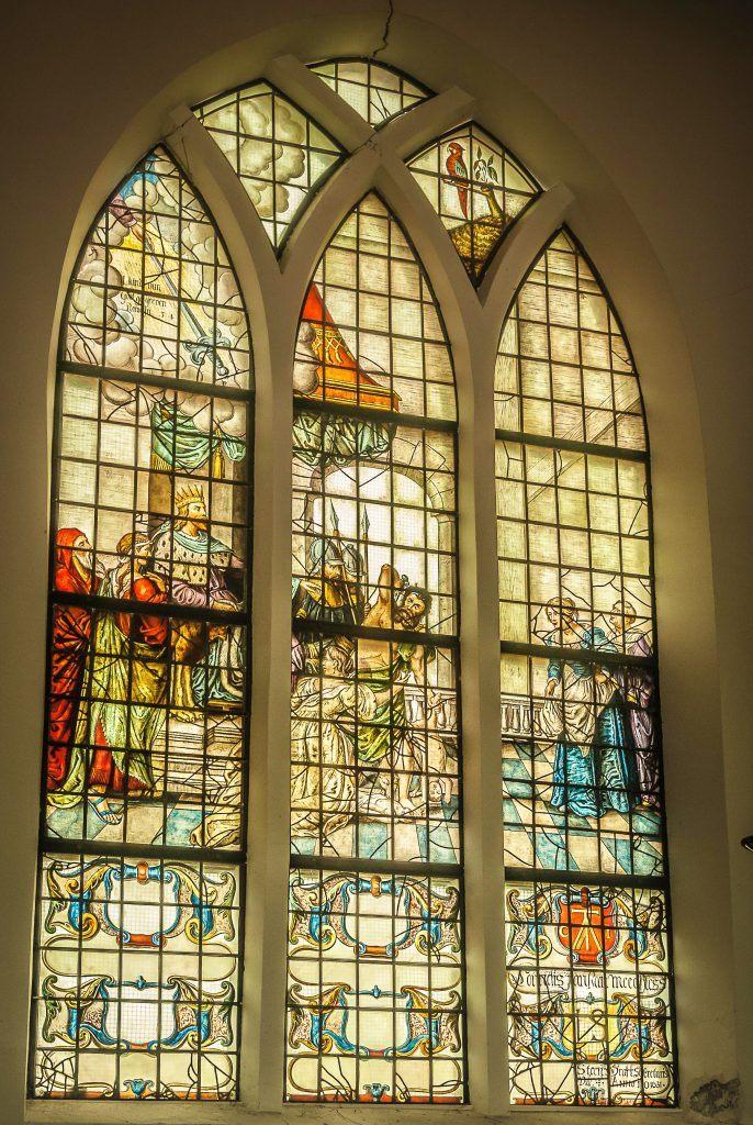 Gebrandschilderd raam in de Grote kerk van Schermerhorn