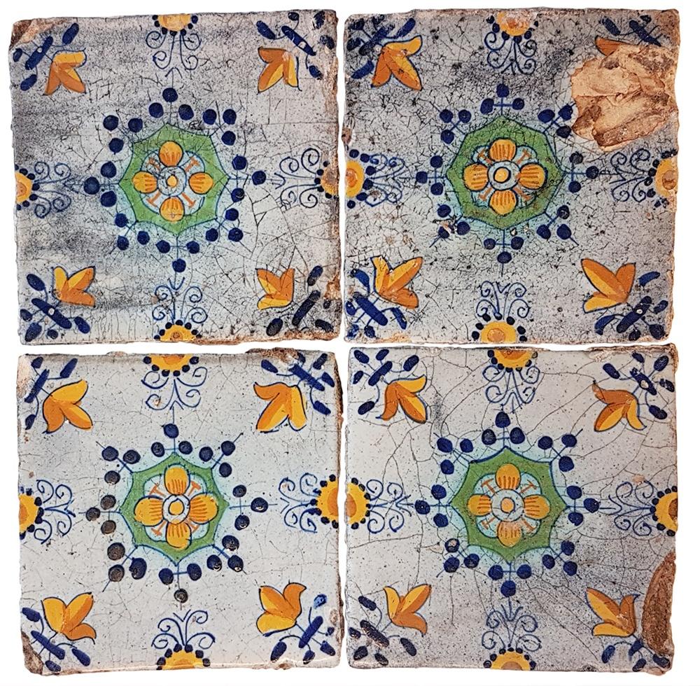 Deze zogenoemde Haarlemse tegels uit het midden van de 17e eeuw, zijn nog bijna intact gevonden in de beerput.
