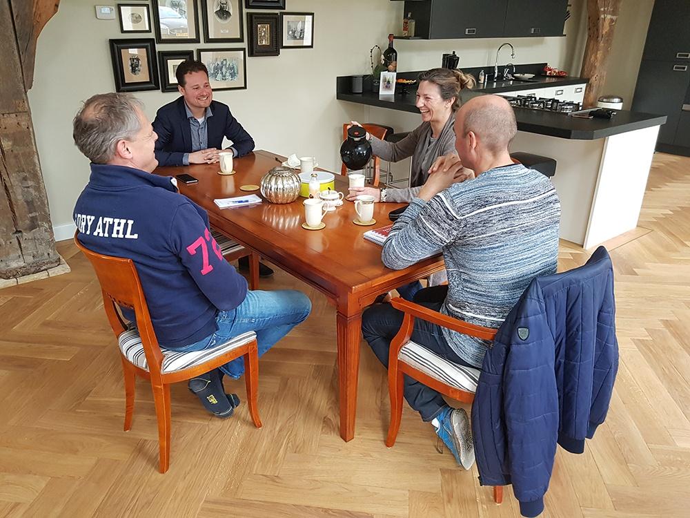 Keukentafelgesprek v.l.n.r. Leon-Kees de Greef, Christiaan Griffioen, Petra van Saaze en Odwin Ralling