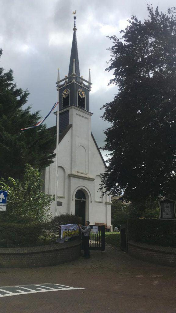 De Terp, het witte kerkje in Oudorp