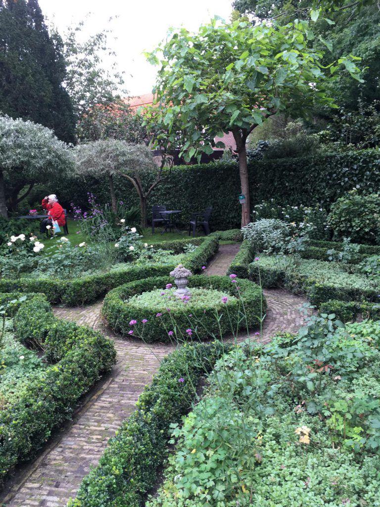 Genieten van de tuin aan het Varnebroek