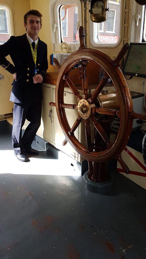 Het stuurwiel van dienstvaartuig de Bulgia