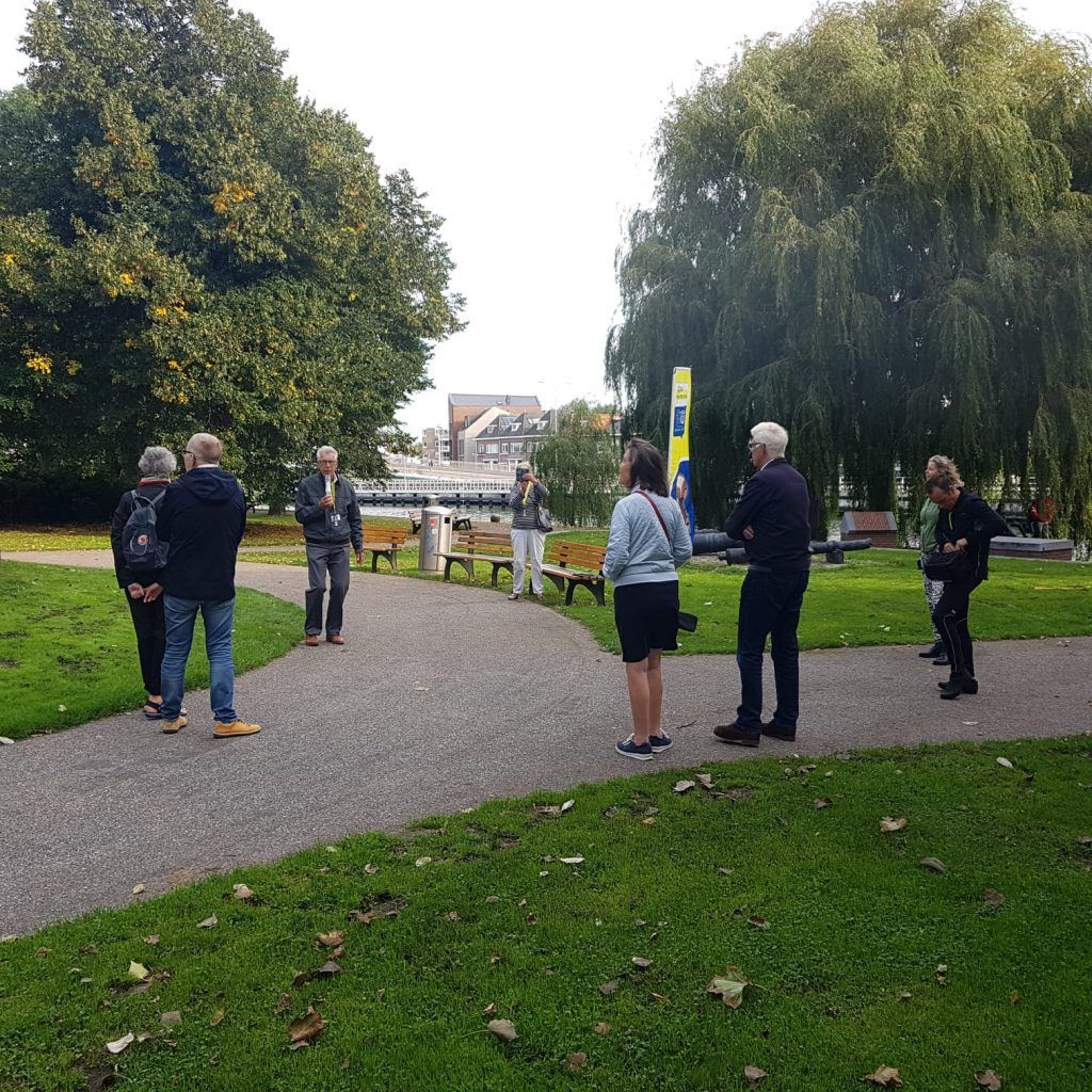 Luisteren naar verhalen in het Victoriepark