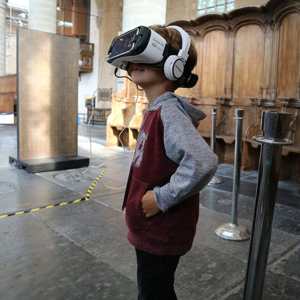 Monumentale Virtual Reality tijdens de jeugdmarathon in de Grote Kerk