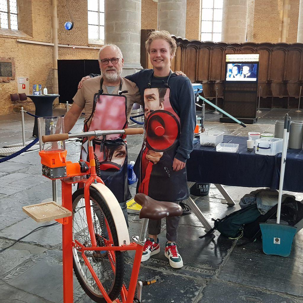 Vader en zoon klaar voor jeugdmarathon in Grote Kerk