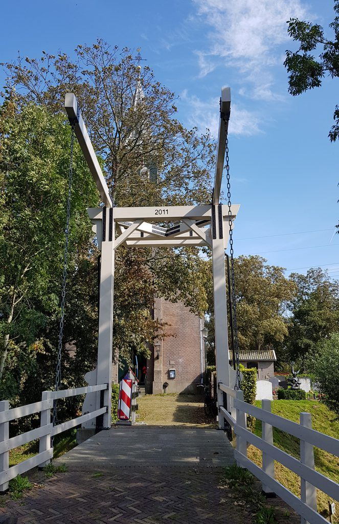 brug naar Dorpskerk Grootschermer